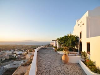 Comfortable Condo with Internet Access and Kettle - Oia vacation rentals