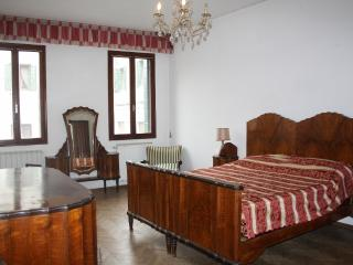Classic Apartment x4 Zattere - City of Venice vacation rentals
