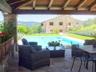 TODI 16c COUNTRY VILLA  & pool - Grutti vacation rentals