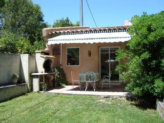 Bright 2 bedroom Molleges Gite with Internet Access - Molleges vacation rentals