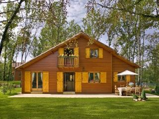 31145 Quality Dordogne lodge on golf course - Lachapelle-Auzac vacation rentals
