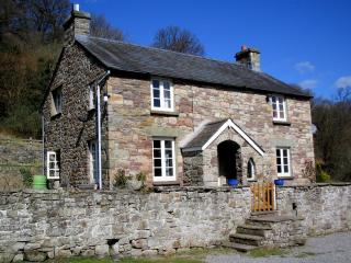 Comfortable 4 bedroom Llangattock Cottage with Internet Access - Llangattock vacation rentals