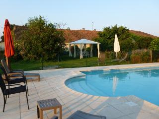 Charming Cottage with Internet Access and Satellite Or Cable TV - La Roche Chalais vacation rentals