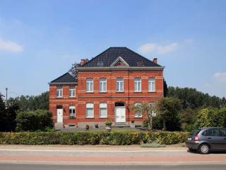 Beautiful 3 bedroom House in Haaltert with Internet Access - Haaltert vacation rentals