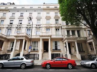 Luxury - Classic Victorian - Free Wi-Fi, Elevator - London vacation rentals