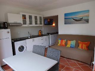 Studio Sucre à coco en rez de jardin à l'Anse des Rochers - Saint-François vacation rentals