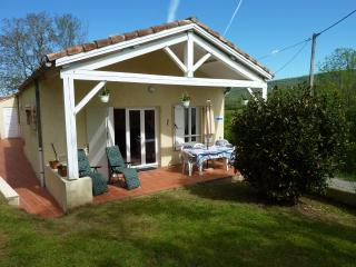 2 bedroom Gite with Internet Access in Foix - Foix vacation rentals