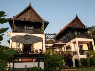 Comfortable 4 bedroom Koh Mak Villa with Deck - Koh Mak vacation rentals