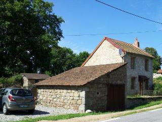 2 bedroom Cottage with Internet Access in Aubusson - Aubusson vacation rentals
