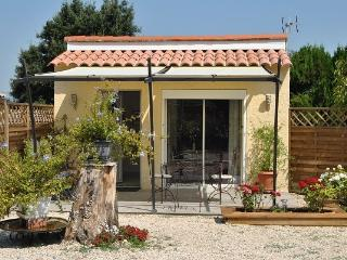 Romantic 1 bedroom Carpentras Bed and Breakfast with Internet Access - Carpentras vacation rentals