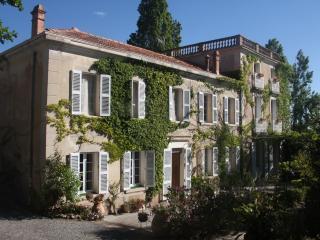 Magnifique Bastide XVIII, la mer à pied, piscine - Le Pradet vacation rentals