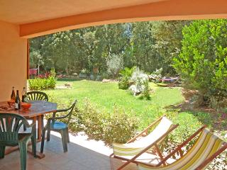 Porto-Vecchio, F3 avec 2 SDB/WC, Wifi, GD jardin - Sotta vacation rentals