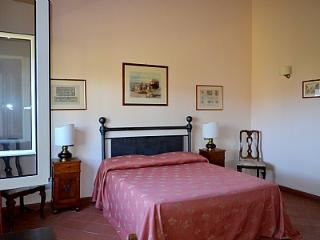 Nice 4 bedroom Magliano Sabina House with Deck - Magliano Sabina vacation rentals