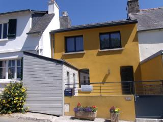 Cozy 2 bedroom Gite in Saint-Quay-Perros - Saint-Quay-Perros vacation rentals
