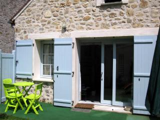 Cozy 1 bedroom Fontainebleau Gite with Internet Access - Fontainebleau vacation rentals