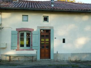 Bright Gite with Internet Access and Satellite Or Cable TV - Mezieres-sur-Issoire vacation rentals