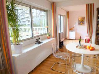 Romantic 1 bedroom Condo in Courbevoie - Courbevoie vacation rentals