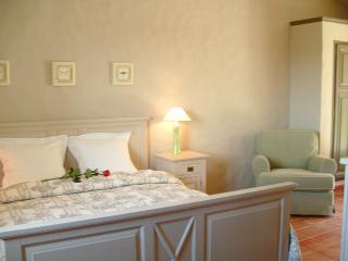 """Aux Merveilleux   """"Elégance"""" - Port Grimaud vacation rentals"""