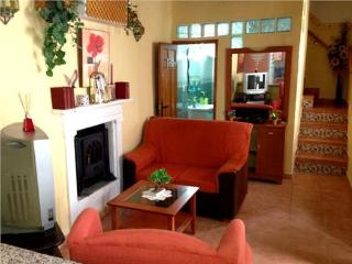 Nice Cottage with Television and Central Heating - Olias vacation rentals