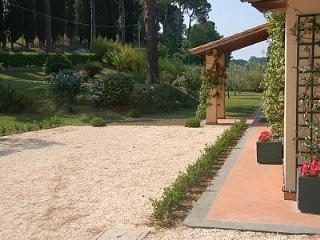 Bright 4 bedroom Magliano Sabina House with Deck - Magliano Sabina vacation rentals