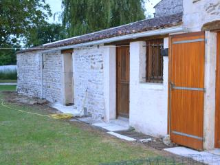 Romantic 1 bedroom Gite in Cozes with Microwave - Cozes vacation rentals