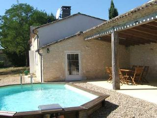 Guesthouse 6 persons, private pool, fully equiped - Sainte Foy-la-Grande vacation rentals