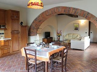 Gorgeous 1 bedroom Laterina Villa with Deck - Laterina vacation rentals