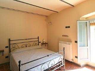 Gorgeous 3 bedroom Laterina House with Deck - Laterina vacation rentals