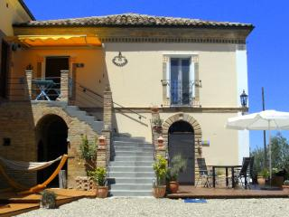 Romantic 1 bedroom Elice Apartment with Internet Access - Elice vacation rentals