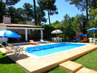 Bright 4 bedroom Villa in Almada - Almada vacation rentals