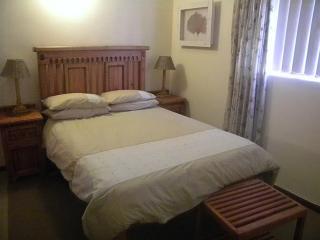 Cozy 3 bedroom Struisbaai Condo with Parking - Struisbaai vacation rentals