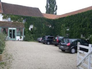 Large gite for 12 to 30 pax. Indoor swimming pool - Verdelot vacation rentals