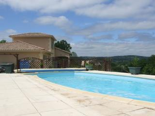 Beautiful Villa with Internet Access and Dishwasher - Hautefort vacation rentals