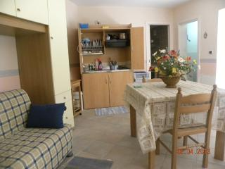 Bright 1 bedroom Condo in Castelmola with Central Heating - Castelmola vacation rentals
