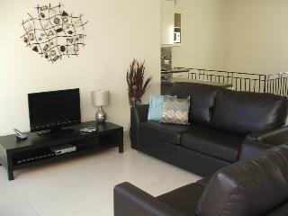 Bright 1 bedroom Vacation Rental in Birzebbuga - Birzebbuga vacation rentals