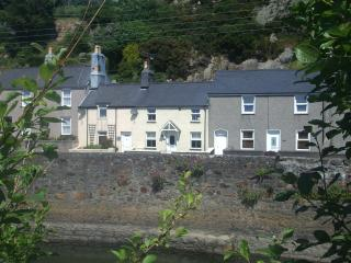 Lovely Cottage with Internet Access and Television - Pwllheli vacation rentals