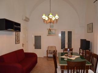 Bright 5 bedroom Mesagne Condo with A/C - Mesagne vacation rentals
