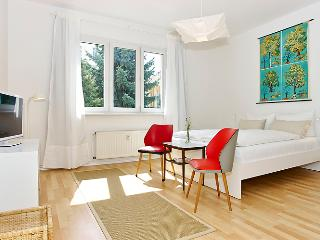 Bright Rental at Krefelder by the Spree in Berlin - Berlin vacation rentals
