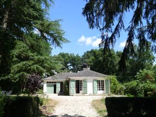 Comfortable 3 bedroom Bungalow in Segre with Internet Access - Segre vacation rentals