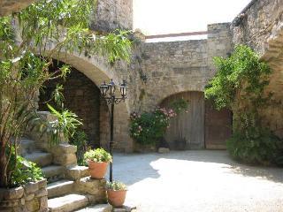 Grand gite Chez Fanny - Nîmes vacation rentals