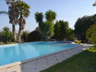 Cozy 3 bedroom Chiaramonte Gulfi Villa with Hot Tub - Chiaramonte Gulfi vacation rentals