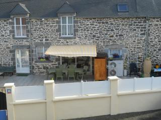 Nice Guest house with Balcony and Central Heating - Saint-Pierre-de-Plesguen vacation rentals