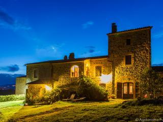 Cozy 1 bedroom Torre Alfina Farmhouse Barn with Internet Access - Torre Alfina vacation rentals
