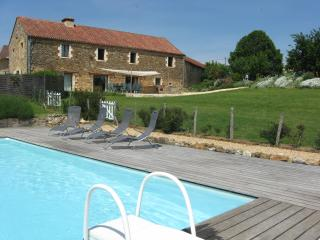 Spacious 5 bedroom Farmhouse Barn in Belves with Alarm Clock - Belves vacation rentals