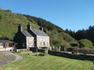 Nice Cottage with Internet Access and Outdoor Dining Area - Rhiw vacation rentals