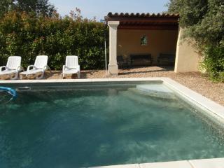 L'Oustau des oliviers, Mas provençal, piscine, vue - Rustrel vacation rentals