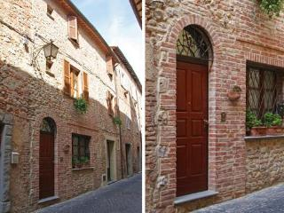 Bright 3 bedroom Montecchio Townhouse with A/C - Montecchio vacation rentals