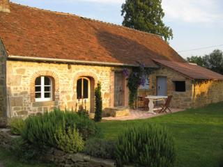 Romantic 1 bedroom Gueret Cottage with Internet Access - Gueret vacation rentals