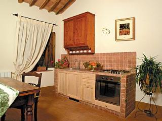 Comfortable 2 bedroom Rapolano Terme House with Deck - Rapolano Terme vacation rentals