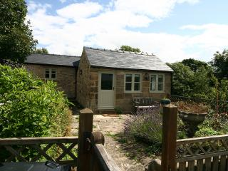 Lovely Cottage with Washing Machine and Balcony - Youlgreave vacation rentals